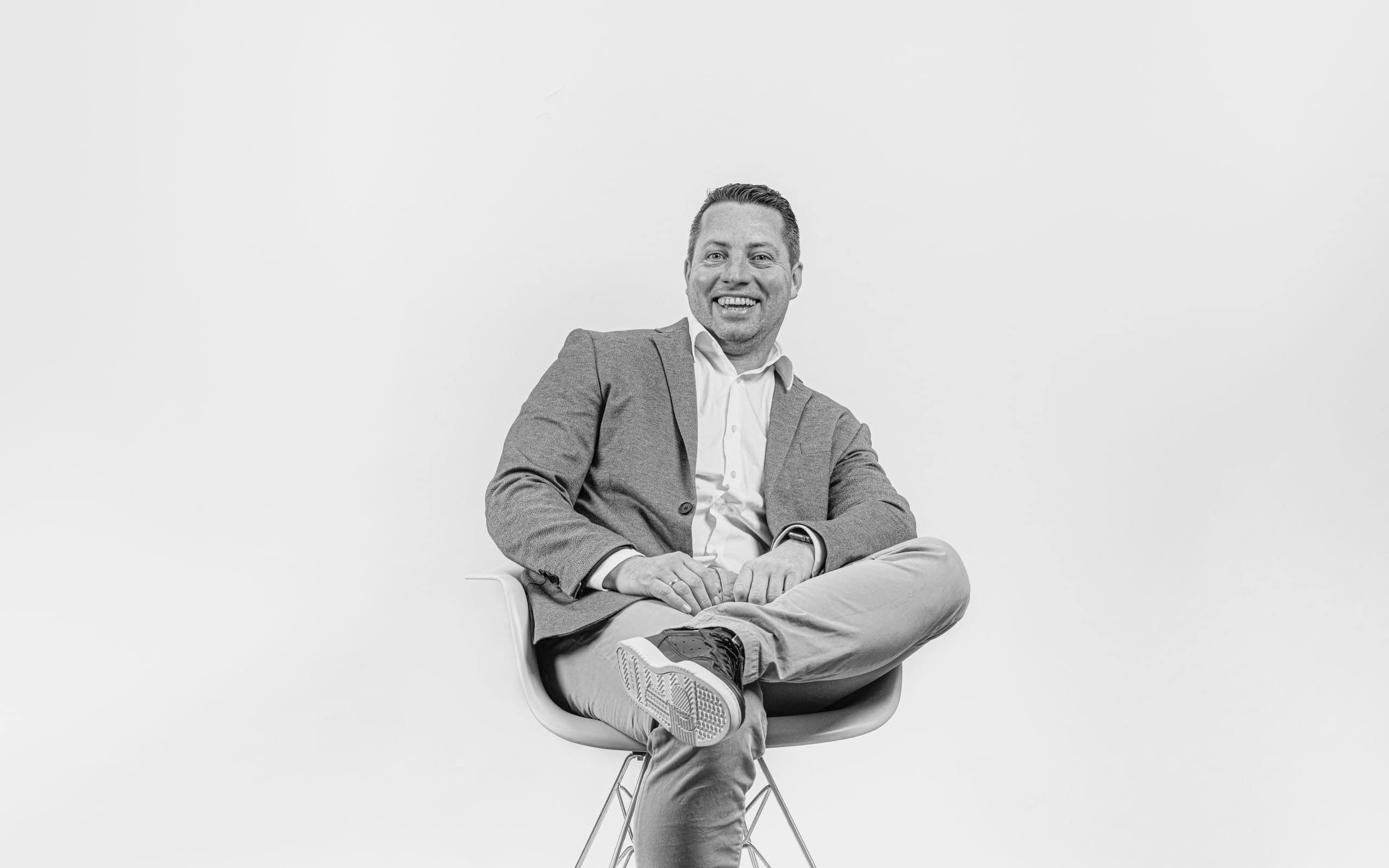 Profilbild von Sven Mueller in schwarz-weiß