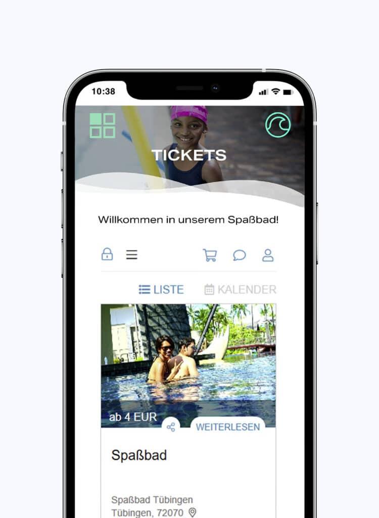 Smartphone mit Online-Ticketshop eines Freibads