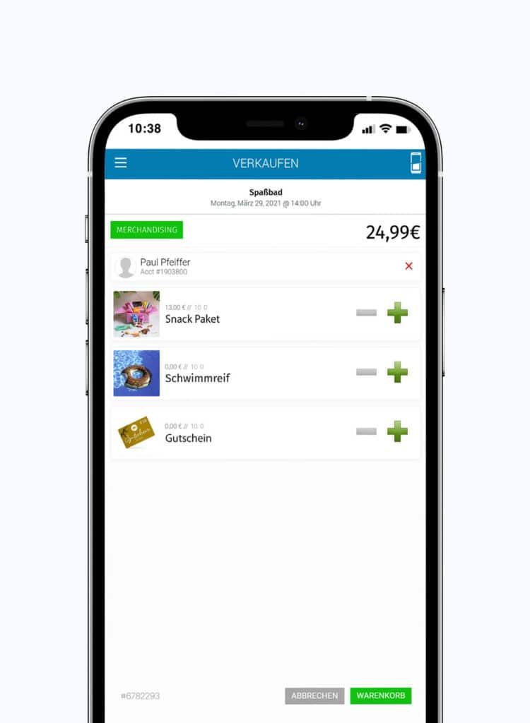 Smartphone, dass einen Warenkorb mit Snacks und Gutschein zeigt